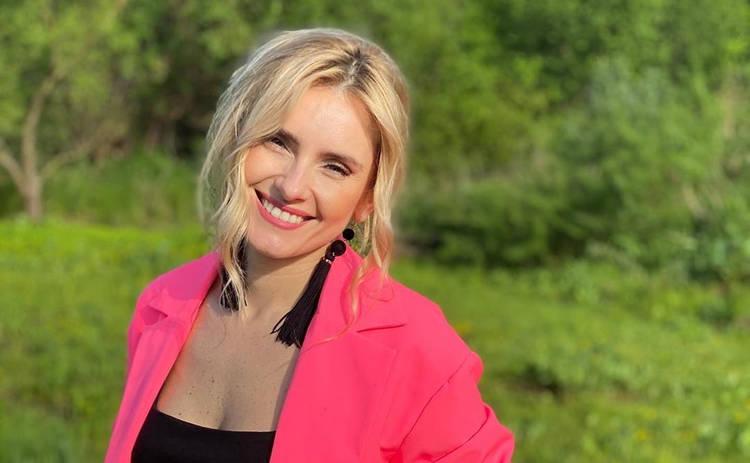 Ирина Федишин восхитила луком в мини-вышиванке: мавка