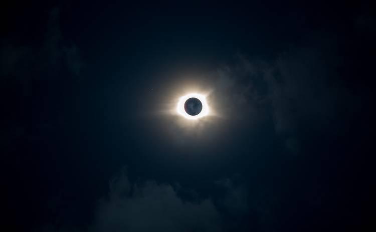 Кольцевое солнечное затмение 2020: дата, могут ли увидеть украинцы