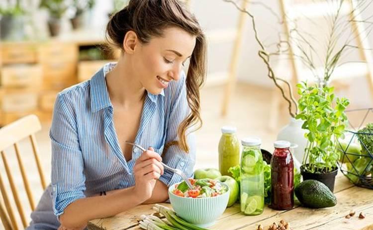 Врачи рассказали, какие витамины необходимы организму в летний сезон