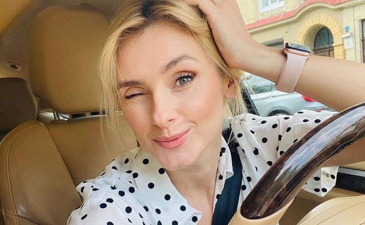 Ирина Федишин показала, как отдыхает у бассейна во Львове: в купальнике с лимонами