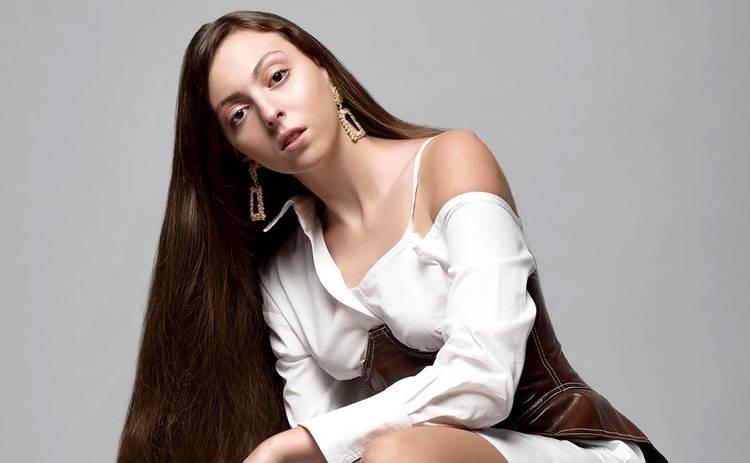 15-летняя дочь Оли Поляковой поделилась снимками со своего выпускного: во всем белом
