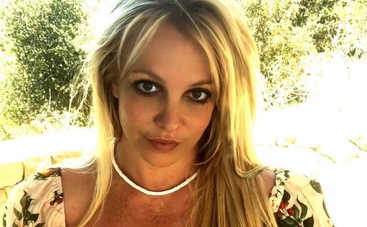 Как на самом деле выглядит певица: Бритни Спирс обманывает фанатов отретушированными снимками