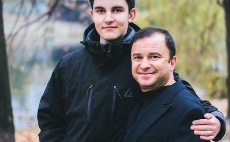 Молодая жена Виктора Павлика рассказала, помогает ли певец своему больному сыну