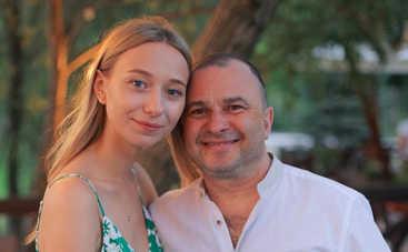 Надо поговорить с глазу на глаз: Третья и четвертая жена Виктора Павлика устроили разборки в соцсетях