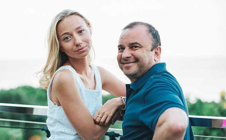 Молодая жена Виктора Павлика извинилась перед матерью его сына: Вы одно целое, вы одна семья