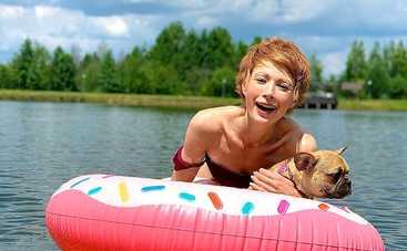 Елена-Кристина Лебедь в купальнике проходила кастинг в поп-группу влиятельного продюсера