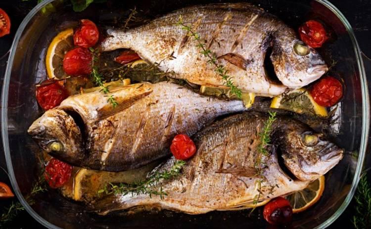 Запеченная дорадо в духовке: простой рецепт рыбного блюда от Ревизора Юлии Панковой