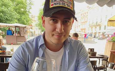 Фанатка или коллега по сцене: Популярный украинский певец выбыл из рядов холостяков