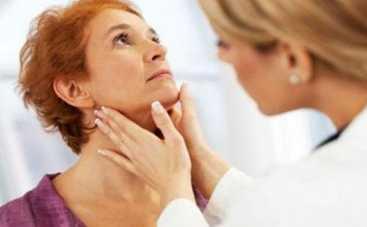 С вашей щитовидкой проблемы: ТОП-4 неочевидных признака