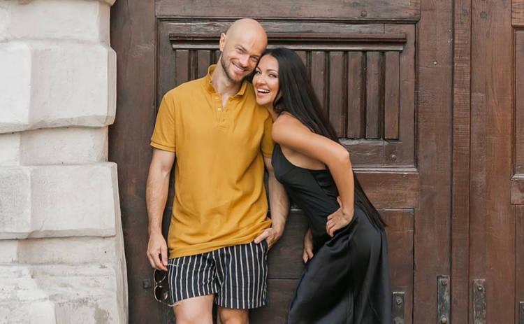 Влад Яма умилил снимками с женой на отдыхе в Карпатах ‒ видео