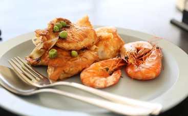 Сытный и ароматный салат с креветками и кунжутом рецепт