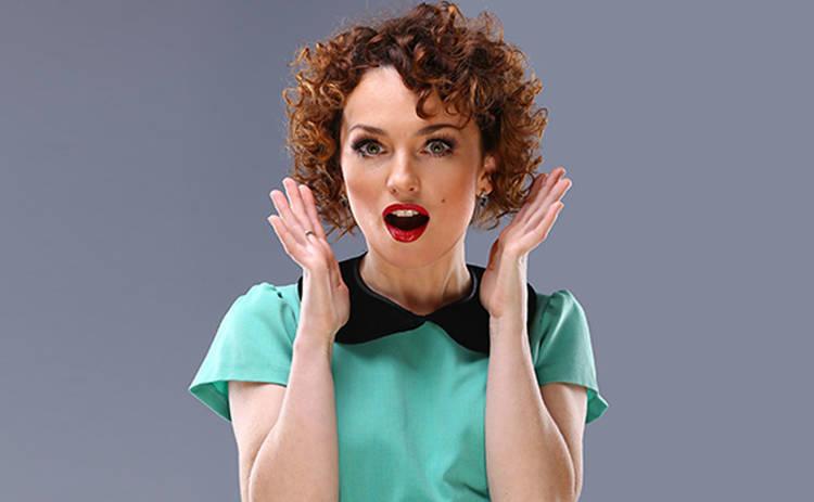 Рыжеволосая красотка Виктория Булитко перекрасила волосы в цвет фуксии