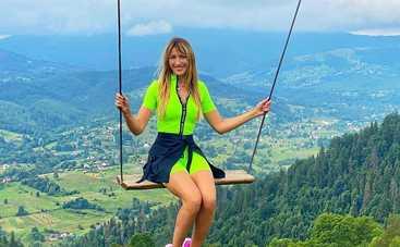 """Леся Никитюк, путешествуя на Le Маршрутке, обнаружила в Карпатах новый """"водопад"""""""