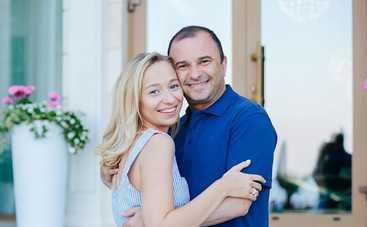 Виктор Павлик спел в дуэте со своей молодой женой
