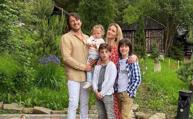 Сергей Притула с женой и дочерью отправился на отдых: семейная идиллия