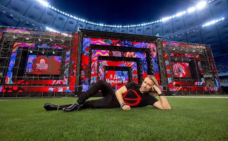 Олег Винник отпраздновал день рождения со своими зрителями: каждый желающий смог попасть в гримерку, сделать селфи