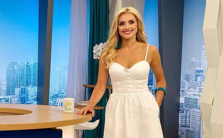 Ирина Федишин произвела фурор в Сети серией фотографий в стильных купальниках
