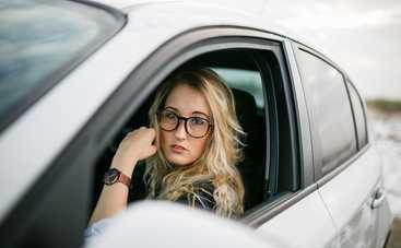 Почему нельзя опускать стекла автомобиля во время передвижения по городу