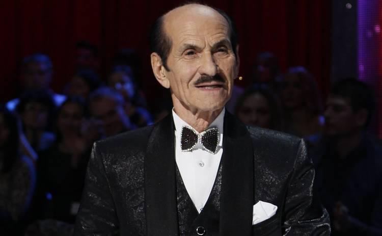 90-летний Григорий Чапкис показал, как качается на тренажерах ‒ видео