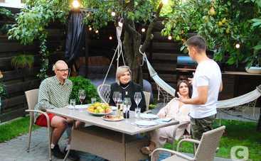 """Звана вечеря: экс-участница """"Холостяк-10"""" и ню-фотограф в провокационном выпуске шоу"""