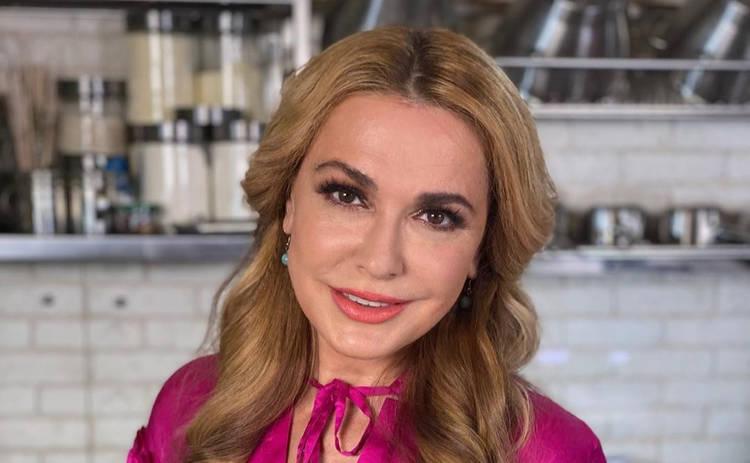 Ольга Сумская произвела фурор в Сети снимком в раздельном купальнике