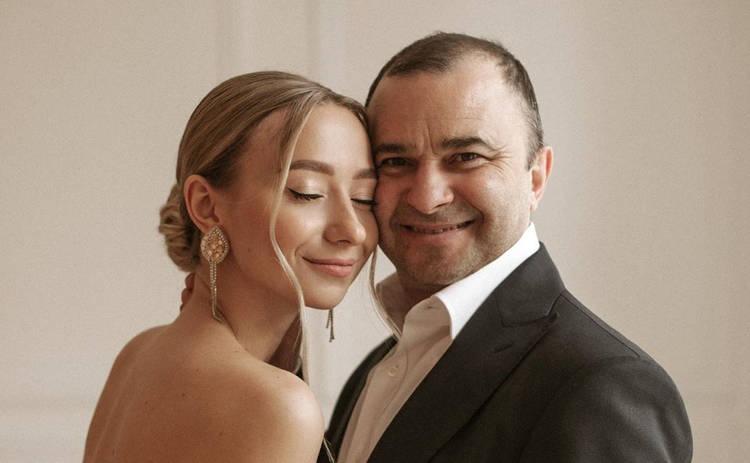 Жена Виктора Павлика готовится родить певцу двоих детей