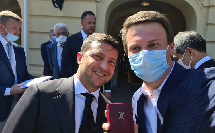 Дмитрия Комарова наградил Президент Украины почетным званием