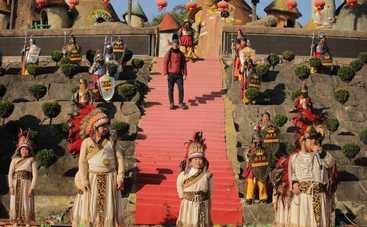 Мир наизнанку-11: Дмитрий Комаров расскажет о шокирующих традициях Китая