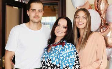 Внучка Софии Ротару восхитила Сеть снимком в купальнике оливкового цвета