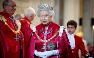 Королева Елизавета II забрала у Харви Вайнштейна орден Британской империи