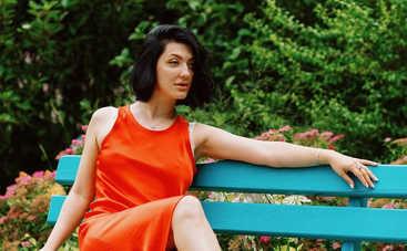 Очень сексуально: Жена Сергея Бабкина засветила грудь в пикантном наряде