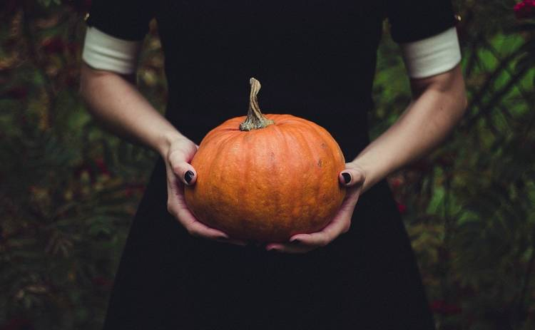 Хэллоуин 2020: 4 топовых образа для вечеринки или домашней фотосессии