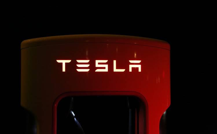 Владелица Tesla поиздевалась над угонщиками авто, включив дистанционное управление