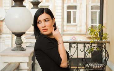 """На слово """"отец"""" он не заслуживает: Анастасия Приходько рассказала, как бывший муж бил ее и дочь"""