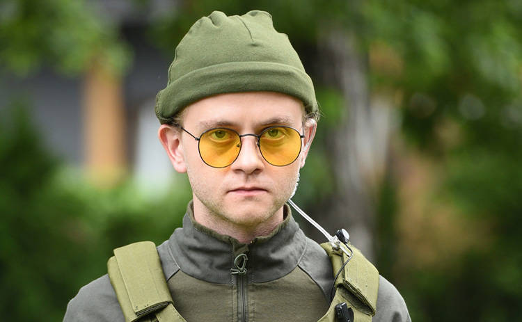 Звезда сериала Ангелы Виталий Ажнов: Я впервые стрелял с пневматического пистолета