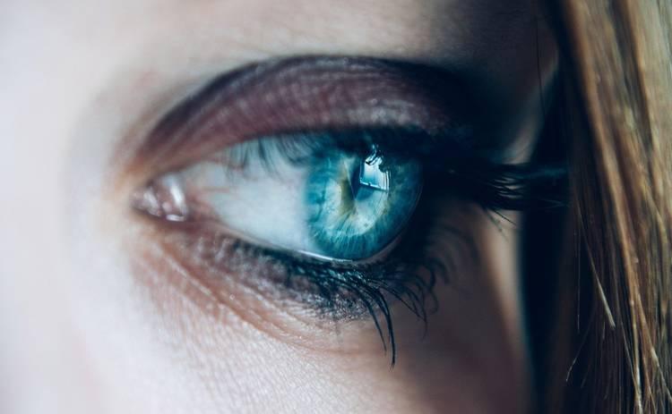 Что делать, если дергается глаз: опасно ли это, как устранить дискомфорт