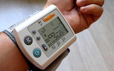 Медики рассказали, как распознать скачок давления, если под рукой нет тонометра