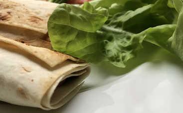 Новогодний стол 2021: холодная закуска из лаваша и лосося рецепт