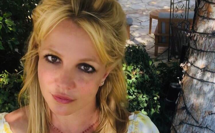 Бритни Спирс шокировала публику короткой прической