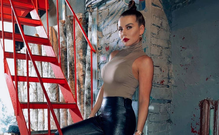 Анна Седокова похвасталась результатами похудения: долой фастфуд ‒ фото