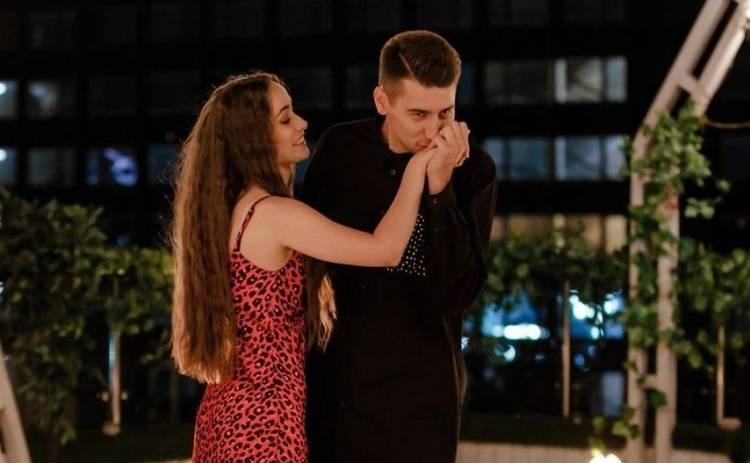 Ксения Мишина и Александр Эллерт встретили Новый год в Буковеле: первое романтическое путешествие