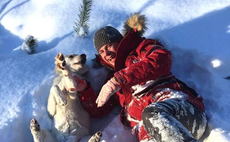 Дмитрий Комаров впервые за 3 месяца встретился с семьей и поделился новогодним фото с родными