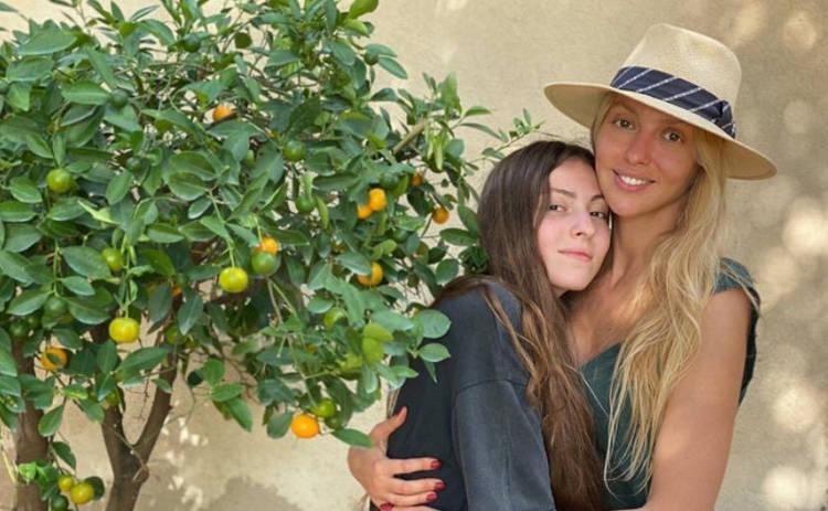 Оля Полякова рассказала, как называется рок-коллектив ее старшей дочери