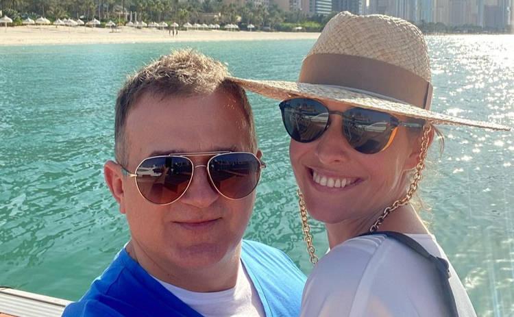 Катя Осадчая и Юрий Горбунов отправились на отдых в ОАЭ ‒ первые фото