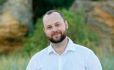 "ТОП-5 комедийных сериалов от актера ситкома ""Папа рулит"" Александра Станкевича"