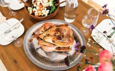 Фаршированная курица, запеченная в духовке целиком: хитрости и тонкости приготовления блюда