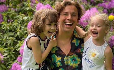 Примерный отец: Максим Галкин показал, как резвится с дочерью на снежной горке