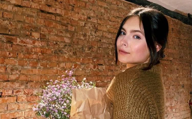 Елена Кравец поделилась архивными кадрами дочери в честь ее 18-летия: Ты осчастливила нашу жизнь!