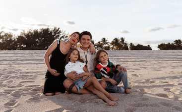Мальчик или девочка? Анатолий Анатолич с семьей рассекретили пол третьего ребенка