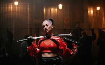 Девочка-робот набрала 8 млн просмотров в TikTok и выпустила видеоклип